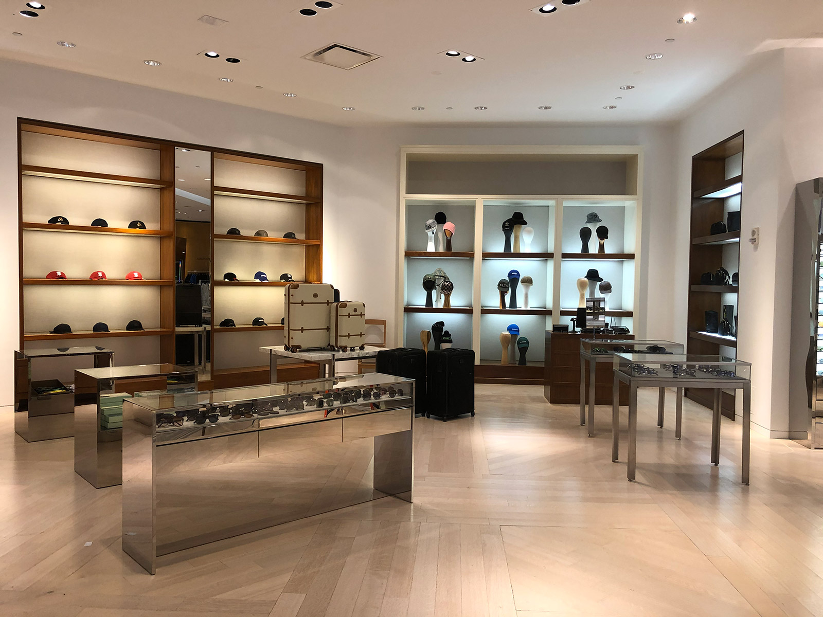 Saks Fifth Avenue Men's Store - Boston